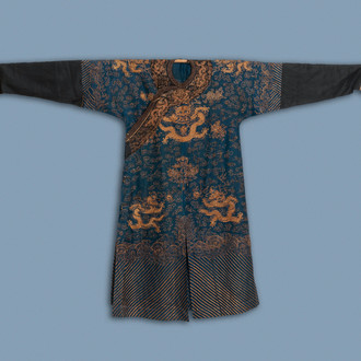 A Chinese gold thread embroidered summer 'dragons' robe, 19th C.