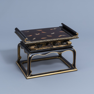 A Japanese gilt and lacquered wooden tray on stand with floral design, Meiji/Showa, 19th/20th C.