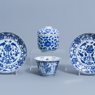 A Chinese blue and white kraak porcelain 'crow' bowl, two dishes and a jar and cover with floral design, Wanli/Kangxi