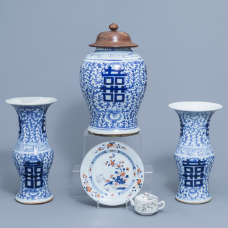 A varied collection of Chinese blue, white, Imari style and grisaille porcelain, 18th C. and later