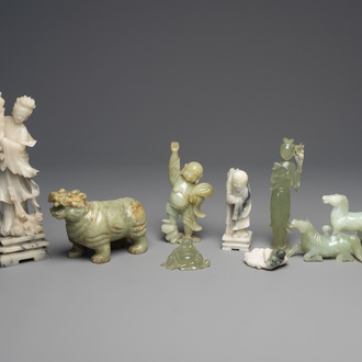 A varied collection of Chinese jade and hardstone sculptures, 19th/20th C.
