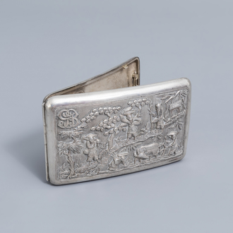 A Chinese silver cigarette box with figures in a landscape and monogram 'GB', 19th/20th C.