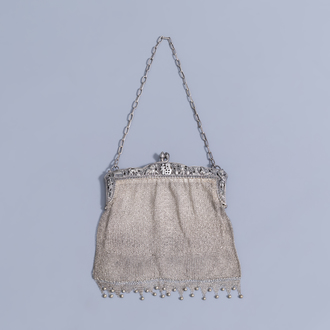 A Chinese silver chainmail purse, 800/000, 19th/20th C.