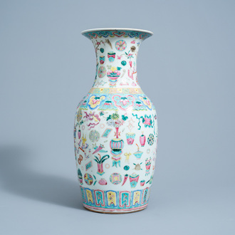 A Chinese famille rose 'antiquities' vase, 19th C.