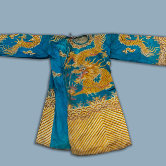 A Chinese embroidered silk and silver thread inlaid 'dragons' robe, 19th/20th C.