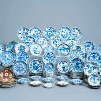 A very extensive and varied collection of Chinese blue, white, Batavian ware and famille rose saucers, 18th/19th C.