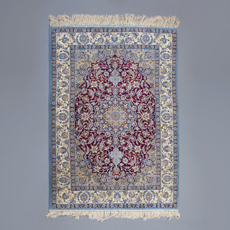 An Oriental rug with floral design, wool and silk on cotton, Isfahan, 20th C.