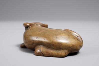 A Chinese bronze scroll or paper weight shaped as a buffalo, 18/19th C.