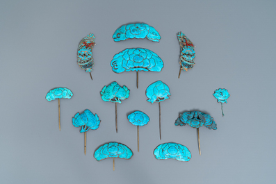 A Chinese kingfisher feather tiara and 13 hairpins, 19/20th C.