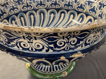 A large Italian maiolica footed bowl with Amor, Montelupo or Caffagiolo, 1st half 16th C.