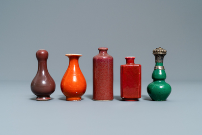 Eighteen Chinese monochrome miniature vases and snuff bottles, 18/20th C.