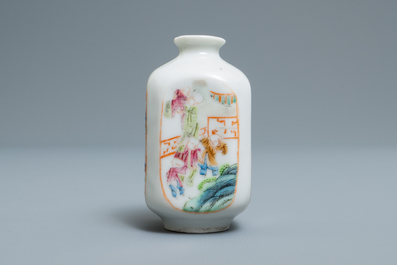 A Chinese famille rose 'playing boys' snuff bottle, 18/19th C.