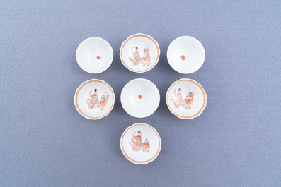 Fourteen Chinese iron-red and gilt cups and nine saucers, Kangxi/Qianlong