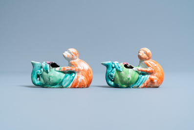 A pair of Chinese famille rose 'monkey and peach' water droppers, 19th C.