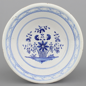 A Brussels faience blue and white bowl, 18/19th C.