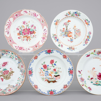 A set of 5 Chinese famille rose porcelain plates, 18th C