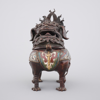 A Chinese dragon censer in champlevé enameled bronze, 18/19th C.
