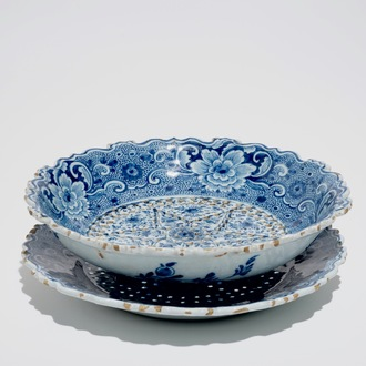 A Dutch Delft blue and white strawberry strainer on stand, 18th C.