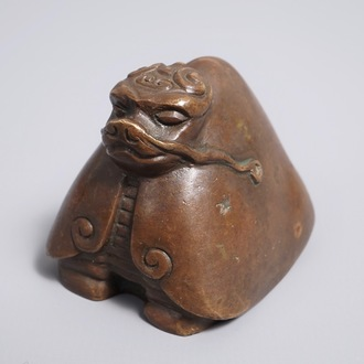 A Chinese bronze scroll or paper weight shaped as the dragon turtle Longui, 18/19th C.
