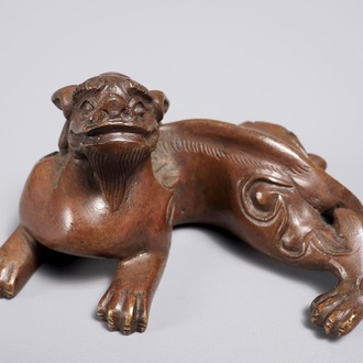 A Chinese bronze scroll or paper weight shaped as a chilong, 18/19th C.