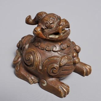A Chinese bronze scroll or paper weight shaped as a luduan, 17/18th C.