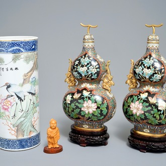 A Chinese qianjiang cai hat stand, a pair of cloisonné vases and a carved wood figure, 20th C.