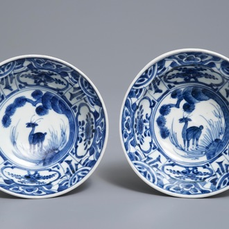 A pair of Japanese Arita blue and white Kraak-style bowls with deer, Edo, 17/18th C.