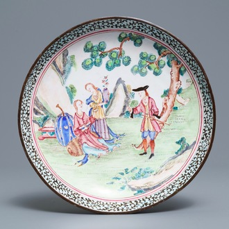 Een Chinees Canton email bord met Europees decor, Qianlong