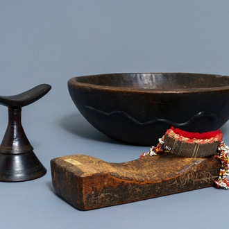 A Philippine Igorot wooden bowl, two African headrests and a comb, 1st half 20th C.