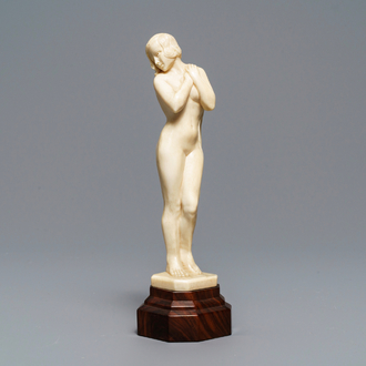 A carved ivory Art Deco figure of a naked lady, 1st half 20th C.