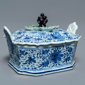 A Dutch Delft blue and white grape-topped butter tub, 18th C.