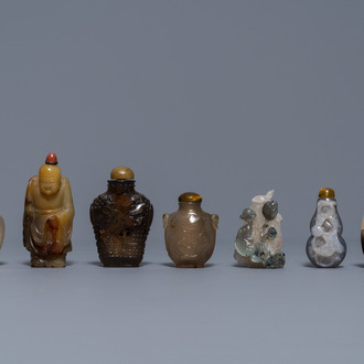 Six Chinese carved agate snuff bottles and a pendant, 19/20th C.