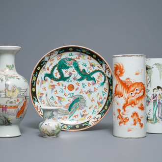 Four Chinese famille rose and qianjiang cai vases and a dish, 19/20th C.