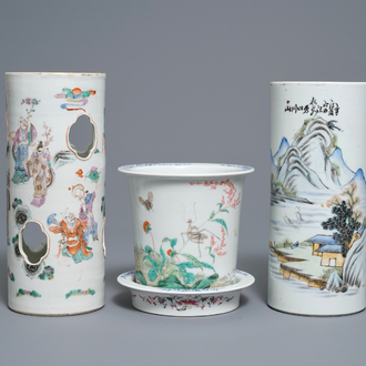 Two Chinese famille rose hat stands and a jardinière, 19/20th C.