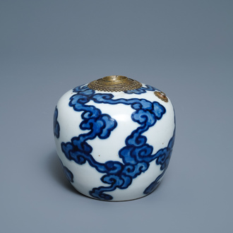 A Chinese blue and white Vietnamese market 'Bleu de Hue' water pipe, 18/19th C.