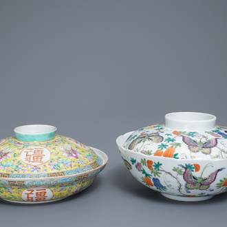 Two Chinese famille rose bowls and covers, 19/20th C.