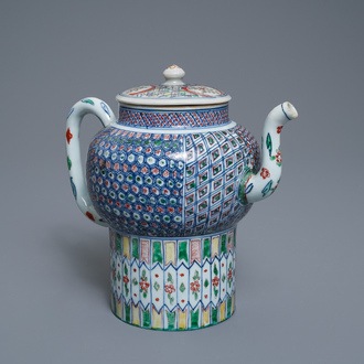 A large Chinese wucai teapot and cover, Transitional period or Kangxi
