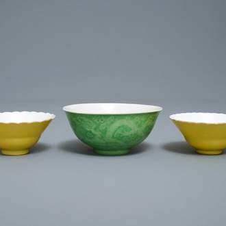 A pair of Chinese monochrome yellow bowls and a lime-green dragon bowl, Guangxu marks, 19/20th C.
