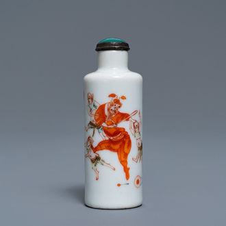 A Chinese famille verte 'Zhong Kui' snuff bottle, 19th C.