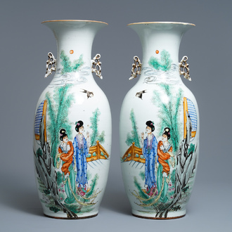 A pair of Chinese famille rose vases with ladies in a garden, 19/20th C.