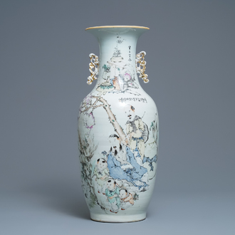 A Chinese qianjiang cai vase with large figures, 19/20th C.