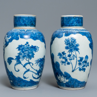 A pair of Chinese blue and white vases and covers with floral design, Hatcher cargo shipwreck, Transitional period