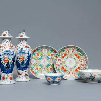 Six various Chinese porcelain wares, 19/20th C.