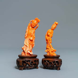 Two Chinese carved coral figures of ladies, 19/20th C.