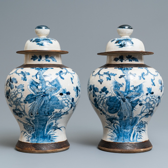 A pair of Chinese blue and white Nanking crackle-glazed vases and covers, 19th C.
