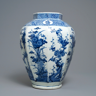 A Japanese blue and white octagonal Arita vase with floral design, Edo, 17th C.