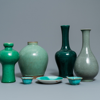 Seven Chinese monochrome green and turquoise porcelain wares, 19/20th C.