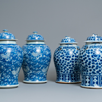 Two pairs of Chinese blue and white vases and covers, 19/20th C.