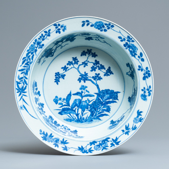 A Chinese blue and white basin with floral design, 19th C.