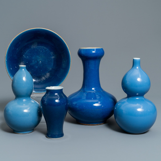 Five Chinese monochrome blue wares, 19/20th C.